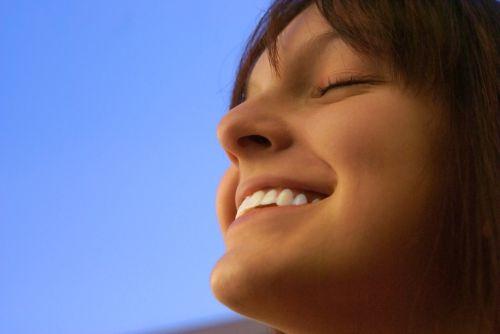 אושר. מה גורם לנו להיות יותר מאושרים?